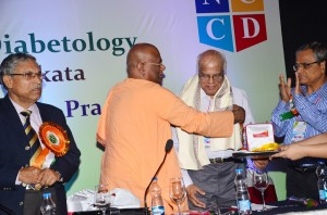 Prof. V. Seshiah receiving The Lifetime Achievement award from Swami Sebabratanada Maharaj of Ramkrishna Mission Seba Pratisthan.